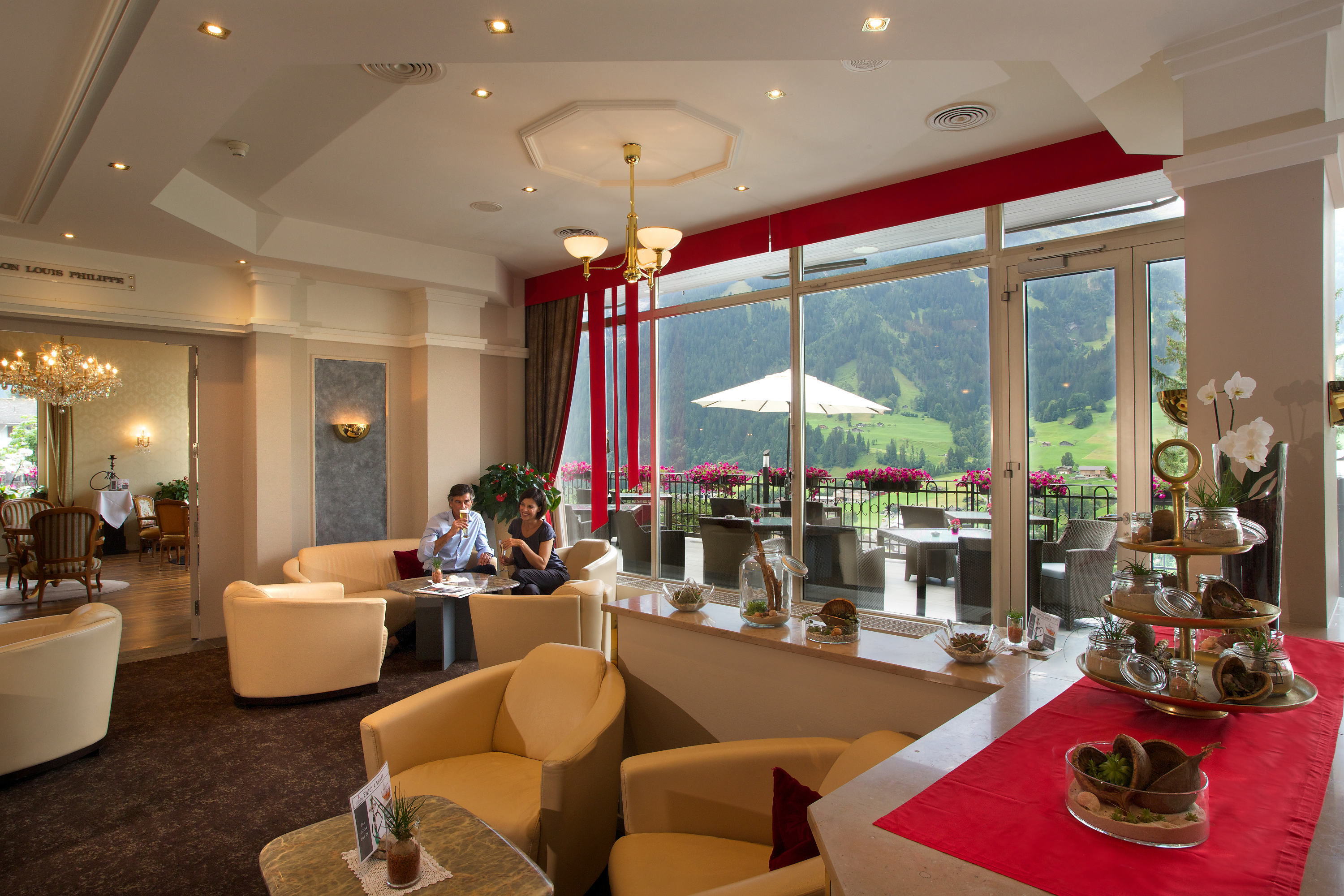 Lounge with fireplace, terrace and smoker's lounge · Belvedere Swiss Quality Hotel Grindelwald