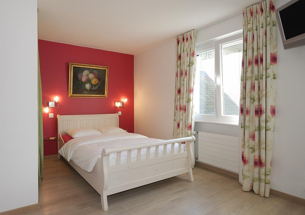 Auberge de Dully - rooms lookup 5