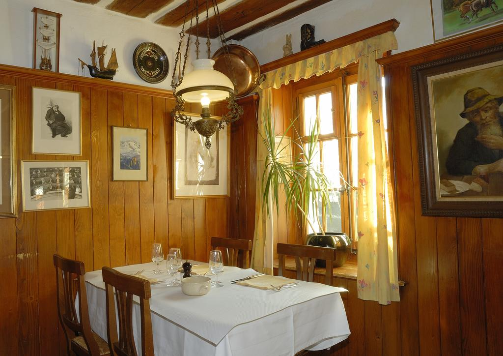 Auberge de Dully - rooms lookup 35