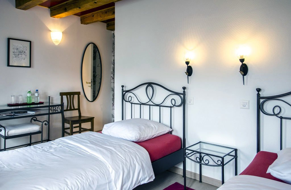 Auberge de Dully - rooms lookup 18