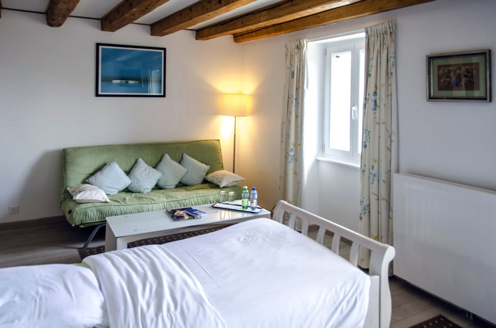 Auberge de Dully - rooms lookup 24