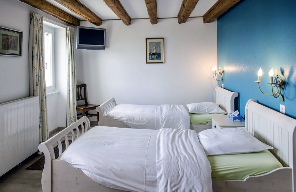 Auberge de Dully - rooms lookup 23