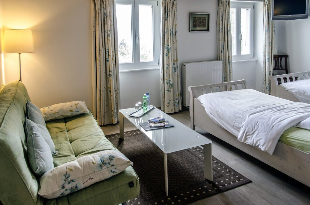 Auberge de Dully - rooms lookup 25